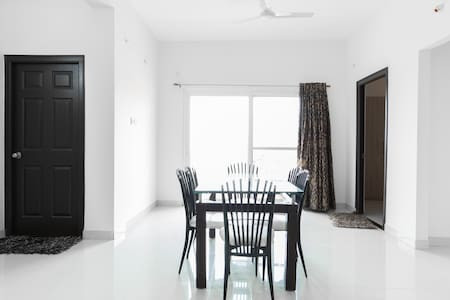 Cozy and Decent Apartment in Gachibowli - Hyderabad - Apartment