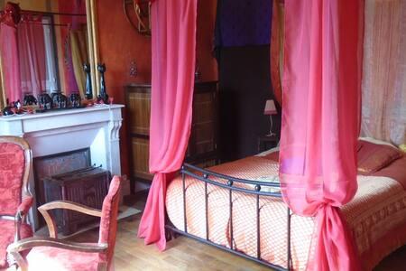 Chambre ethnique dans un manoir - Dům