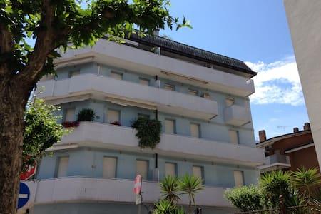 Appartamento in zona di pregio al primo piano - Lägenhet
