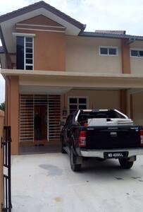 Iman Homestay - Haus