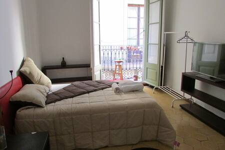 1 spacious rooms in the heart of the Barcelona - Apartment