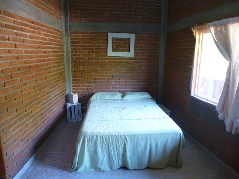 Bedroom, queen bed