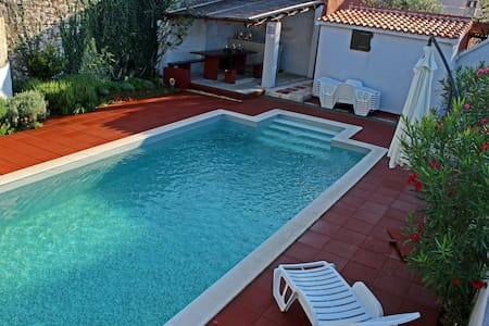 Apartment with heated pool for 2-6 people - Apartment