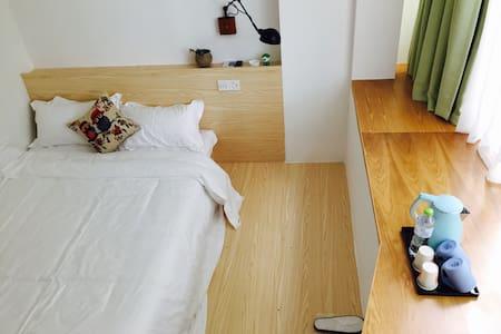 温馨清新的姚江江景房 - Ningbo - Bed & Breakfast