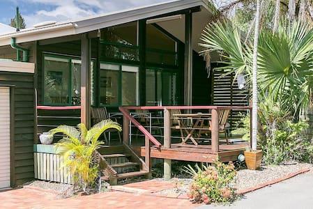 Boat Harbour Resort Villa - Urangan