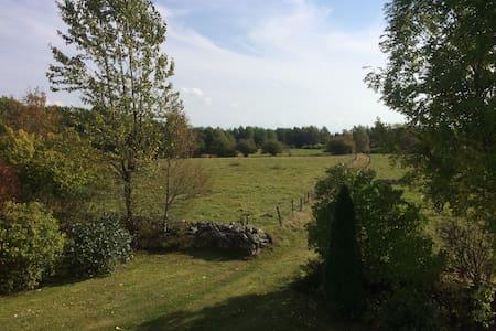 Lantligt boende i Smålandsidyll. - Gunghult 3133