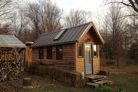 Winter Adventure Tiny House near Trails, Beaches! - Frankfort