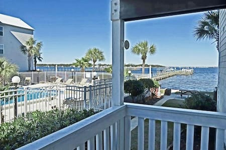 2B/2bath condo, dock access, beach across street - Kondominium