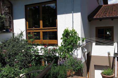 Nettes Atelier-Zimmer in  Teningen  - Teningen - Bed & Breakfast