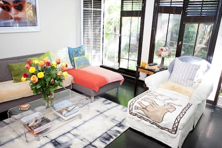 TRULY AMAZING CHARMING TOWNHOME!    - West Hollywood - Apartment