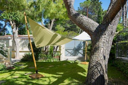 chambre climatisée avec jardin - Dom