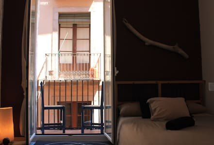 B&B Sleep in the heart of BCN