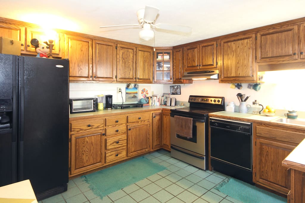 Full kitchen. Double sink. Ice maker. Filtered water. . .