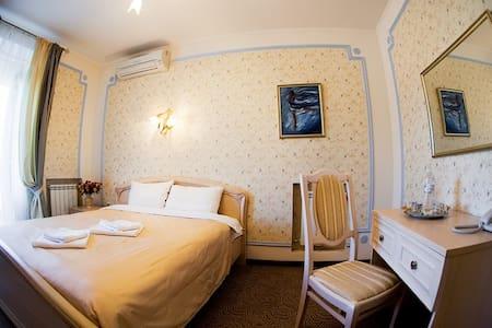 """Room """"Clouds of Magellan"""" - Kiew - Bed & Breakfast"""