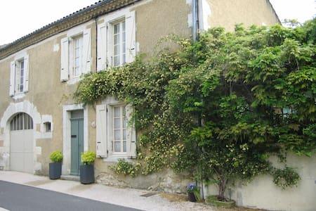 Rue Jean Jaures - Valence-sur-Baïse - Bed & Breakfast