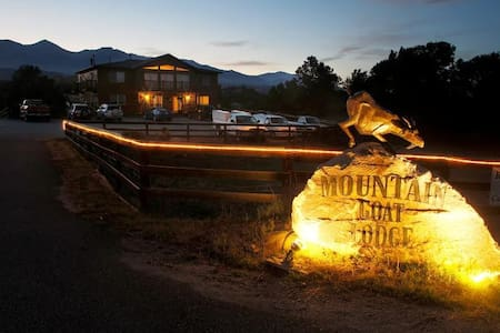 Experience FarmLife Mtn Goat Lodge  - Salida - Bed & Breakfast