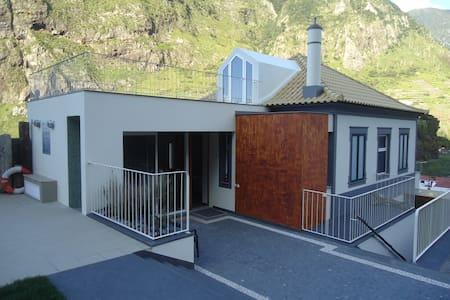 A Casa Estrelícia-Dourada Garcês - Sao Vicente - Villa