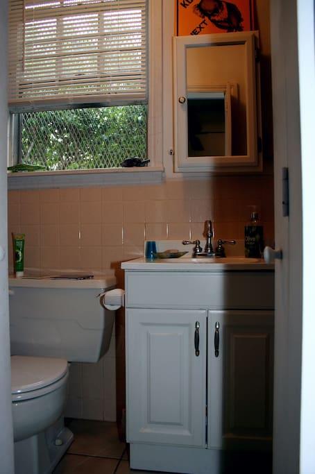 Comfy quiet room w/private bath