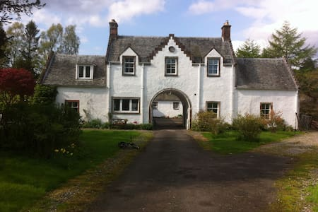 17th Century Scottish Cottage - Balfron