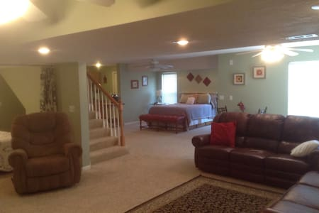 Country Retreat Near KCI Airport - Platte City - Entire Floor