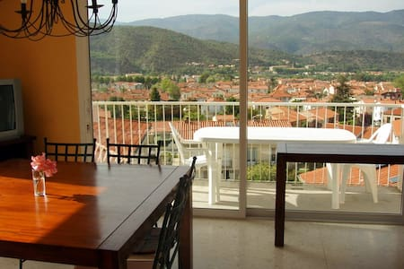 Our holiday home is situated halfway between the Mediterranean Sea and 5-6 Pyrenean Ski resorts. All this and a lot more can be reached within 30-50 minutes. Believe me you will love the view - we bought the house for it! The house contains six rooms