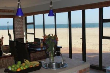 Beach front self catering. - Walvis Bay /Dolphin Beach - Casa