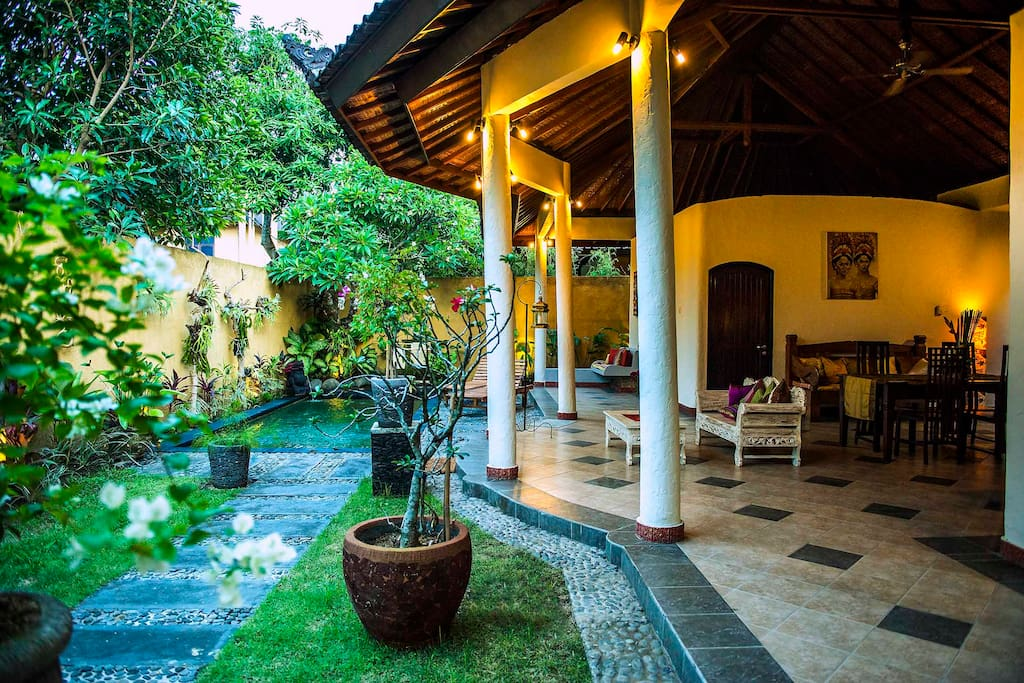 Cozy 2 bedroom villa with open space kitchen and living room in front of private pool