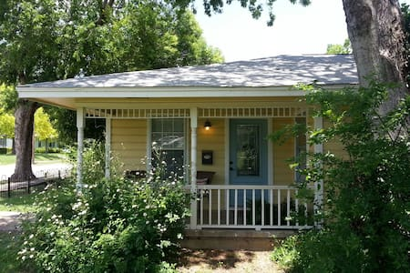 Mockingbird Cottage: Historic Area