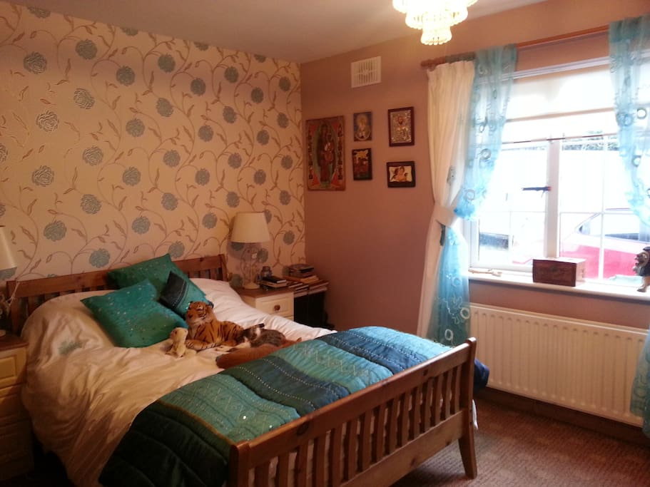 Comfortable bright airy room. 1 double bed.