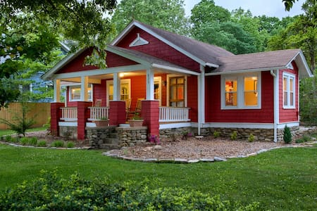 The Red Cottage -Great Location!