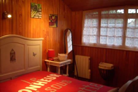 Chambre avec salle d'eau privative - Dům