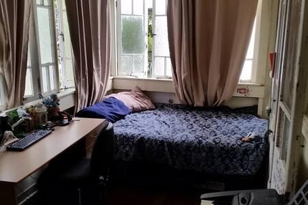 Room in Queenslander cottage - Kangaroo Point