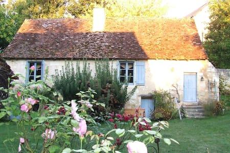 Maison de charme bord de rivière - Dom