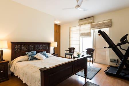 Cozy Three  Bedroom Apartment - Leilighet