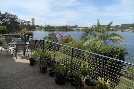 Burleigh Heads Lake Views - Rumah
