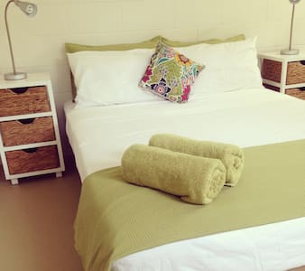 'Bamboo Bedsit' - Tropical Living - Autre