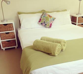 'Bamboo Bedsit' - Tropical Living - Larrakeyah - Altro