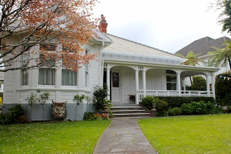 Beautiful Colonial house - Wellington - Bed & Breakfast