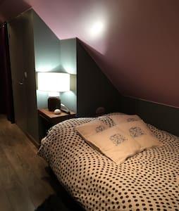 chambre privative sdb et toilettes - Le Coudray-Montceaux - Talo