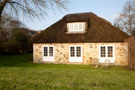 Adorable, romantic thatched cottage - Isle of Wight - Rumah