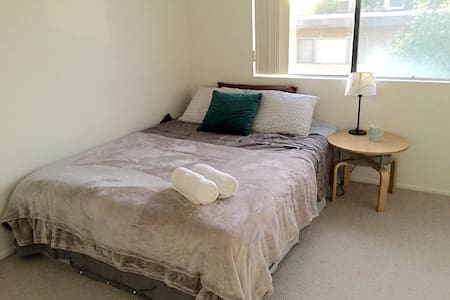 LOCATION close to down town LA! Queen Bed Room - Alhambra - Apartamento