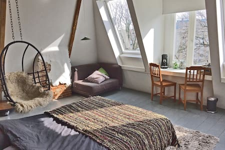 Hip Attic Loft / canal view - Amsterdam - Apartment