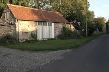 Architect-refurbished Norfolk barn  - Altro