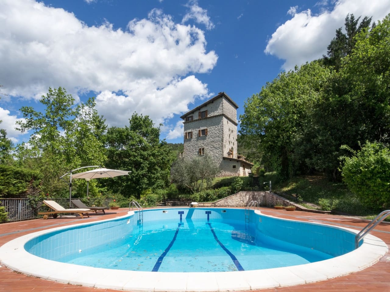Perfect family holiday villa with private pool, sportfield, wine cellar, BBQ, outdoor pizza oven, terrace and big surrounding rose garden
