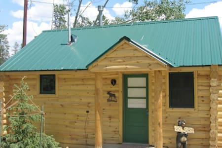 LOG CABIN IN PERFECT LOCATION! - Cabana