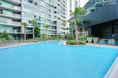Luxurious Apartment Portside Wharf - Lejlighed