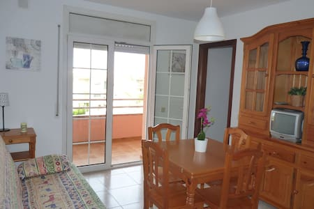 Nice apartment 400m from beach  - Kondominium
