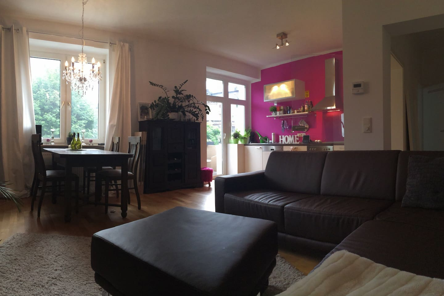 Your lightful cosy livingroom with open kitchen - here you can relaxe after a day of sightseeing, shopping or celebrating the best football club of the world :-)