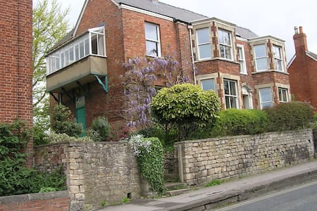 Beautiful Victorian house - Dursley