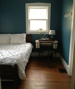 Urban Farmhouse- Blue Room - Casa